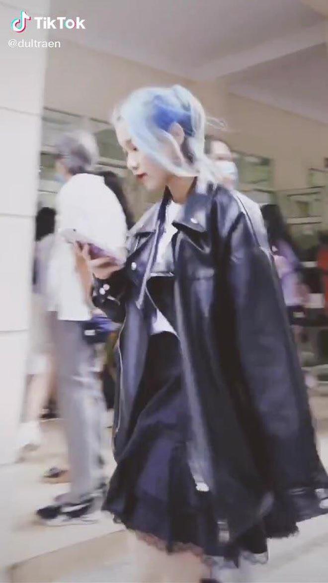 Tân sinh viên trường Báo lên đồ đi nhập học cool như dự Fashion Week, team qua đường muốn dìm cũng không có cửa - ảnh 1