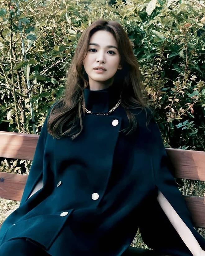 Song Hye Kyo gây xôn xao vì bộ ảnh mới: Gương mặt cứng đơ và dừ hơn hẳn, nghi PTS ít nên nhan sắc thật bị bóc trần - ảnh 2