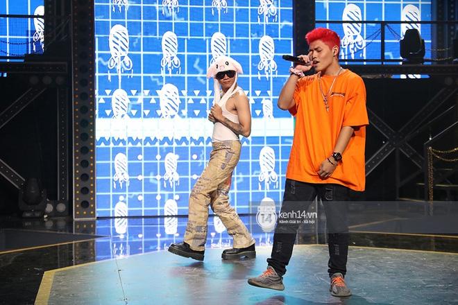 Độc quyền hậu trường Rap Việt: Wowy đeo tai thỏ chạy quanh sân khấu phá Tez - ảnh 8