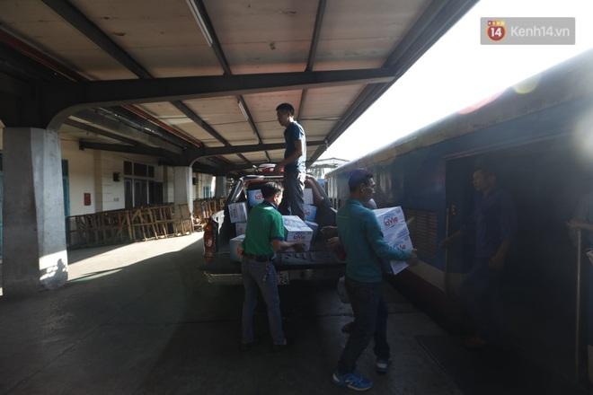 Đường sắt Việt Nam vận chuyển hàng hóa miễn phí vào miền Trung ngay sau khi thông đường - ảnh 11