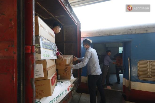 Đường sắt Việt Nam vận chuyển hàng hóa miễn phí vào miền Trung ngay sau khi thông đường - ảnh 6