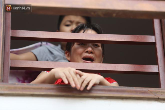 Hơn 2 tuần chịu trận lũ lịch sử, người dân Quảng Bình vẫn phải leo nóc nhà, bơi giữa dòng nước lũ cầu cứu đồ ăn - ảnh 14
