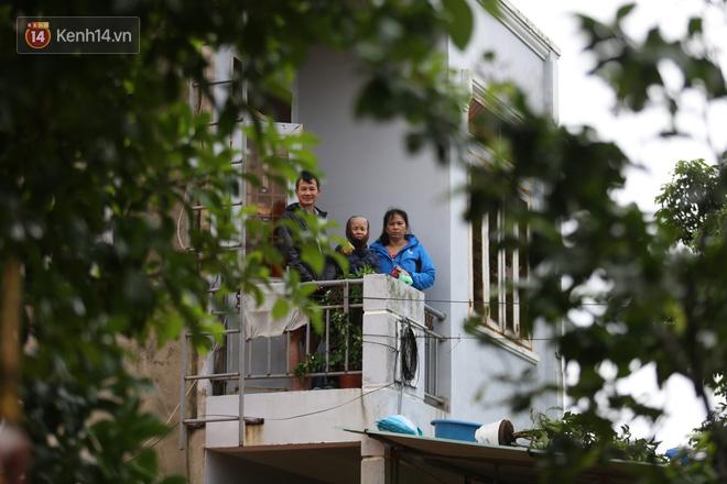 Hơn 2 tuần chịu trận lũ lịch sử, người dân Quảng Bình vẫn phải leo nóc nhà, bơi giữa dòng nước lũ cầu cứu đồ ăn - ảnh 5