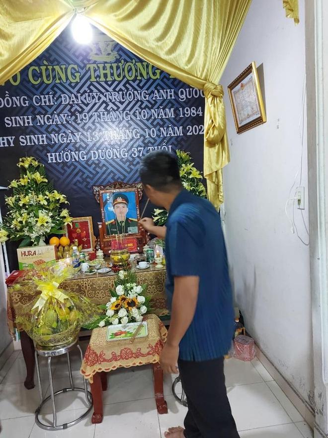 Hương Giang và Matt Liu âm thầm đến lễ tang của chiến sĩ hy sinh trong vụ sạt lở thuỷ điện Rào Trăng 3 - ảnh 2