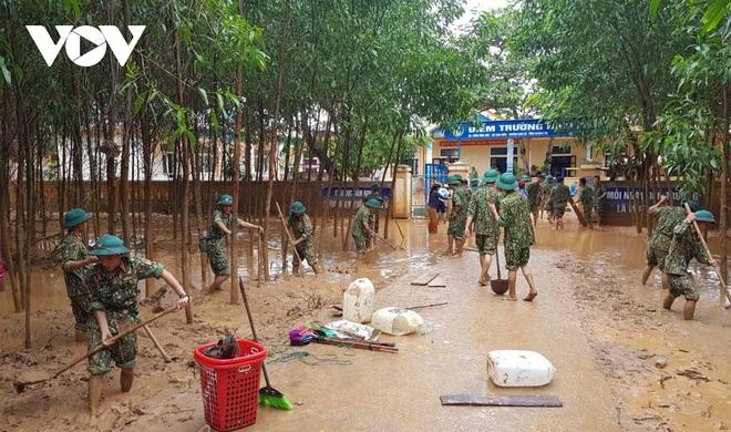 Nhà báo Trần Mai Anh kêu gọi quyên góp khẩn sách vở, đồ dùng học tập, áo ấm cho học sinh miền Trung - ảnh 1