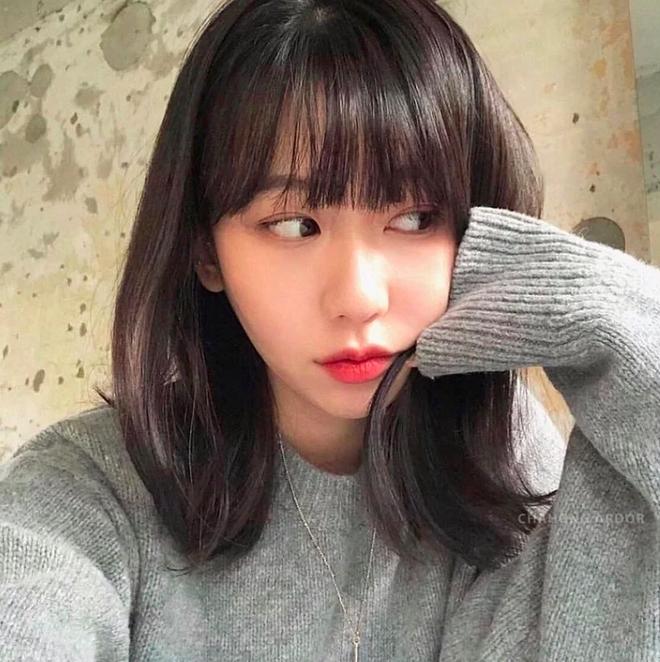 Taeyeon và Hà Tăng lăng xê xu hướng tóc mái che mặt bánh bao, trán sân bay cực kỳ lợi hại - ảnh 6