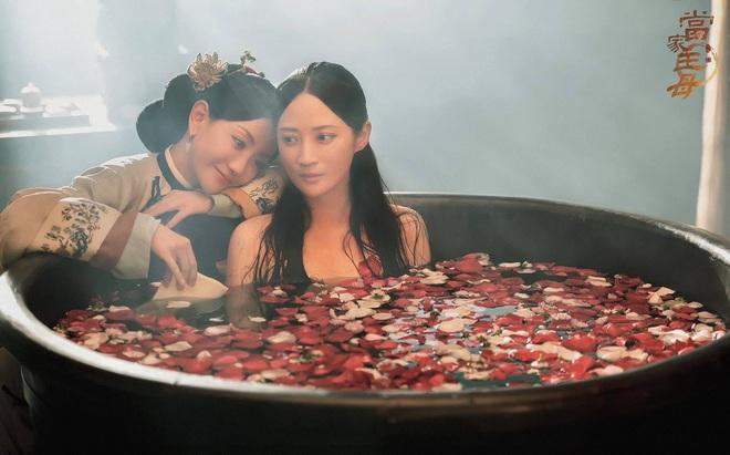 Dương Dung mùi mẫn bên bồn tắm với Tưởng Cần Cần ở Đường Gia Chủ Mẫu, Vu Chính tung bom tấn bách hợp? - ảnh 2