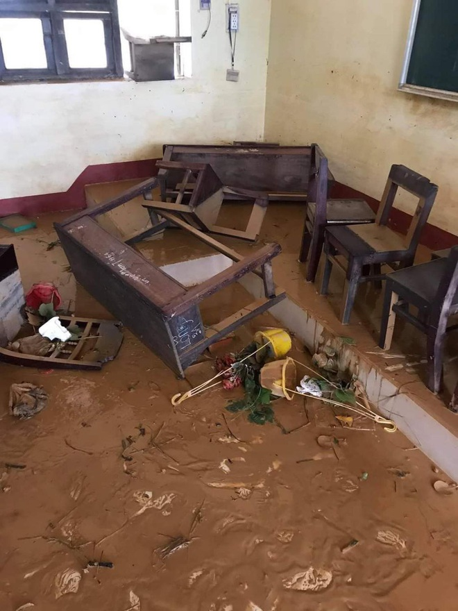 Khung cảnh trường học sau trận đại hồng thuỷ tại Quảng Trị: Cơ sở vật chất hư hỏng, sách vở, đồ dùng học tập ngập ngụa bùn đất - ảnh 7