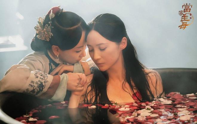 Dương Dung mùi mẫn bên bồn tắm với Tưởng Cần Cần ở Đường Gia Chủ Mẫu, Vu Chính tung bom tấn bách hợp? - ảnh 1