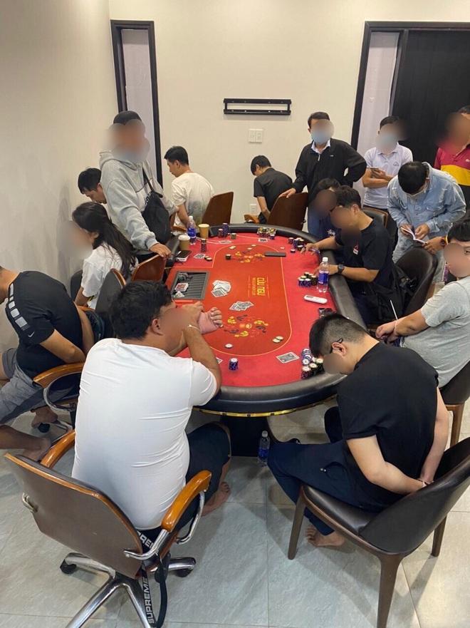 Đột kích sòng Poker quy tụ nhiều người ngoại quốc ở Sài Gòn - ảnh 1