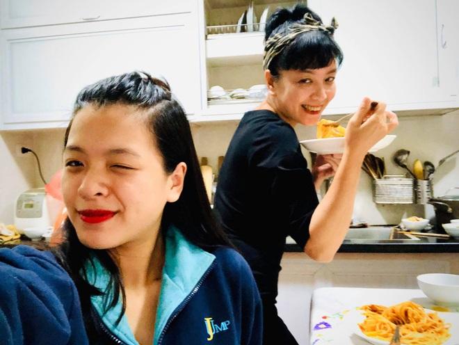Hồng Khanh cực khác khi làm con gái của mẹ Chiều Xuân và ảnh trên Instagram, bạn đã xem chưa? - ảnh 6
