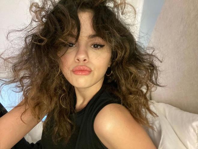 Hiếm ai được như Selena Gomez: Lộ rõ dấu hiệu lão hóa, da nhăn nhưng vẫn khiến dân tình mê mẩn vì quá xinh - ảnh 6