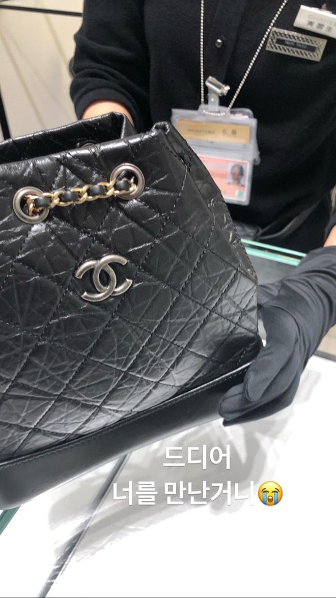 Trước khi bị bóc phốt, Irene từng được khen hết lời khi mua hẳn túi Chanel trăm triệu tặng stylist - ảnh 2