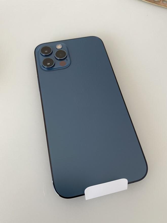 iPhone 12 vừa tung ra thị trường đã nhận được mưa lời khen từ người dùng quốc tế - ảnh 1