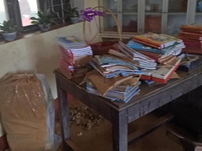 Khung cảnh trường học sau trận đại hồng thuỷ tại Quảng Trị: Cơ sở vật chất hư hỏng, sách vở, đồ dùng học tập ngập ngụa bùn đất - ảnh 5