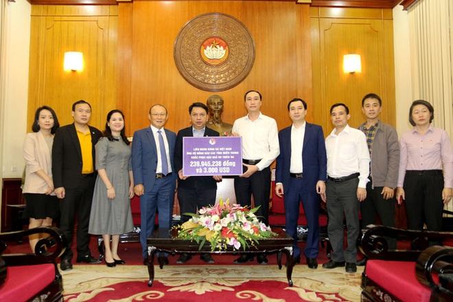 VFF cùng HLV Park Hang-seo ủng hộ miền Trung hơn 300 triệu đồng - ảnh 1