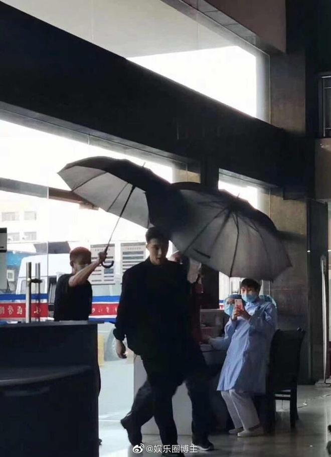 Giang Sơ Ảnh bê nguyên thần thái chị đại 30 Chưa Phải Là Hết vào phim mới, netizen vừa thấy đã mê hết nấc - ảnh 4