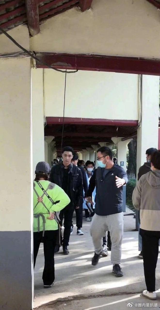 Giang Sơ Ảnh bê nguyên thần thái chị đại 30 Chưa Phải Là Hết vào phim mới, netizen vừa thấy đã mê hết nấc - ảnh 11