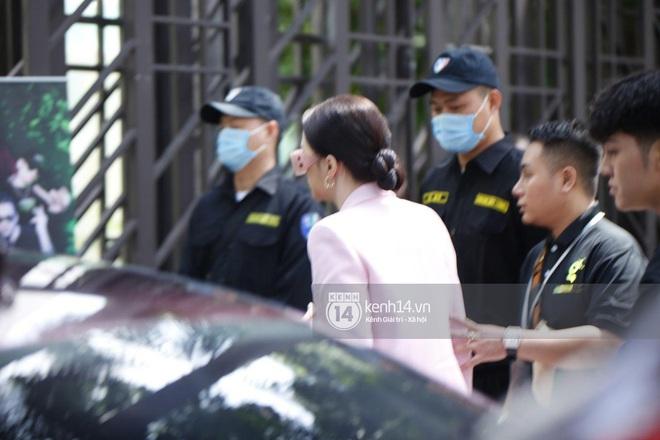 Hương Giang lái siêu xe Matt Liu tặng đến workshop Hoa hậu Chuyển giới Việt Nam, giật trọn spotlight với khí chất sang chảnh - ảnh 2