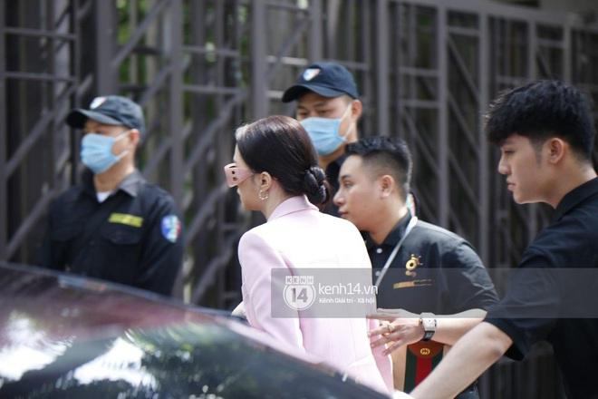 Hương Giang lái siêu xe Matt Liu tặng đến workshop Hoa hậu Chuyển giới Việt Nam, giật trọn spotlight với khí chất sang chảnh - ảnh 3