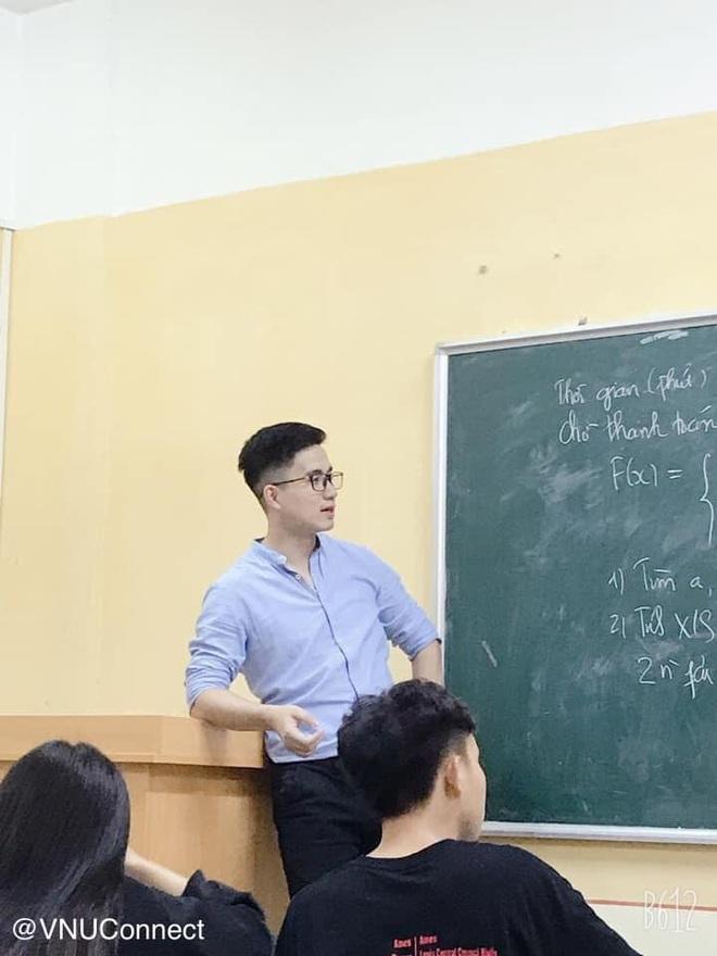 Thầy giáo soái ca bị sinh viên tung loạt ảnh chụp lén đẹp muốn xỉu lên mạng - ảnh 1