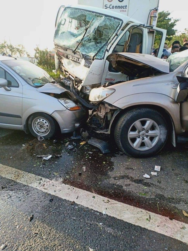 Bắc Ninh: Ô tô lao qua dải phân cách gây tai nạn liên hoàn, 3 người thương vong, ùn tắc hàng chục km - ảnh 3