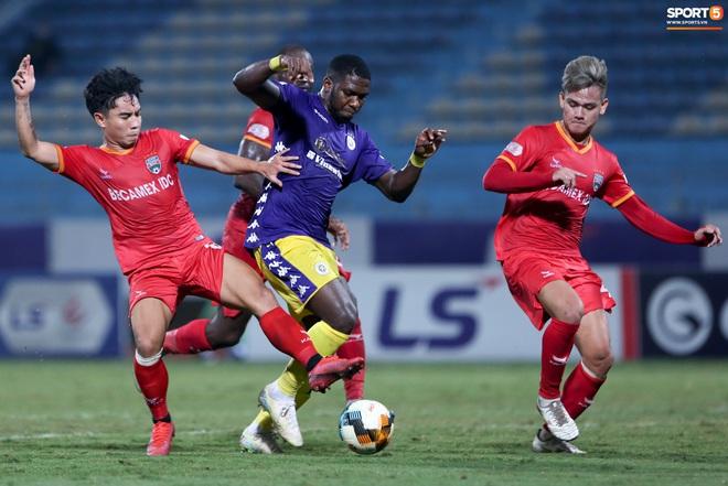 Quang Hải đòi trọng tài rút thẻ phạt cho bạn cũ ở U23 Việt Nam sau pha phạm lỗi nguy hiểm - ảnh 6