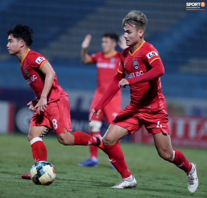 Quang Hải đòi trọng tài rút thẻ phạt cho bạn cũ ở U23 Việt Nam sau pha phạm lỗi nguy hiểm - ảnh 9