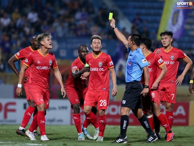 Quang Hải đòi trọng tài rút thẻ phạt cho bạn cũ ở U23 Việt Nam sau pha phạm lỗi nguy hiểm - ảnh 4