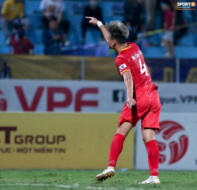 Quang Hải đòi trọng tài rút thẻ phạt cho bạn cũ ở U23 Việt Nam sau pha phạm lỗi nguy hiểm - ảnh 7