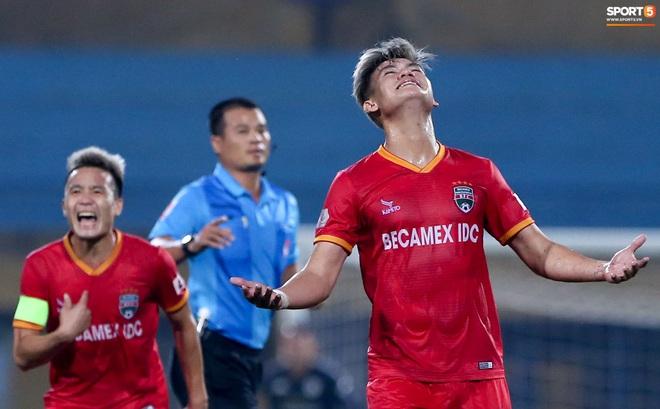 Quang Hải đòi trọng tài rút thẻ phạt cho bạn cũ ở U23 Việt Nam sau pha phạm lỗi nguy hiểm - ảnh 3