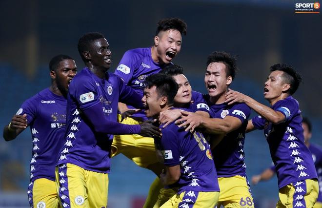 Quang Hải đòi trọng tài rút thẻ phạt cho bạn cũ ở U23 Việt Nam sau pha phạm lỗi nguy hiểm - ảnh 11