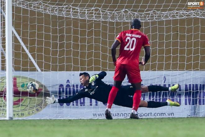 Quang Hải đòi trọng tài rút thẻ phạt cho bạn cũ ở U23 Việt Nam sau pha phạm lỗi nguy hiểm - ảnh 10