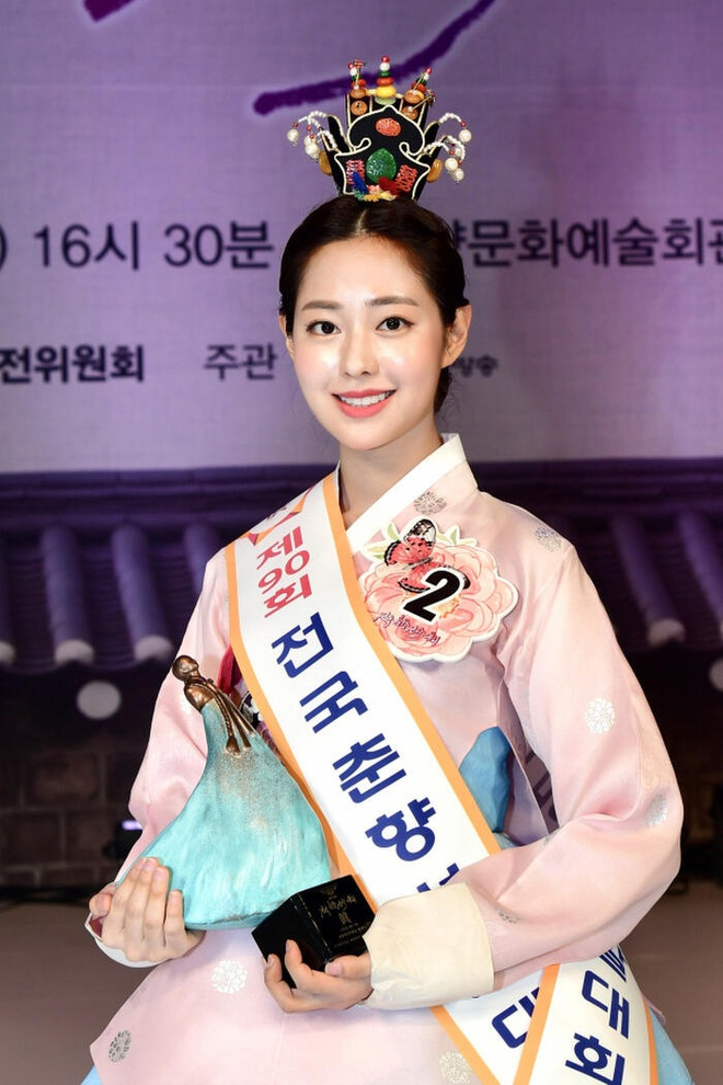 Cuộc thi Hoa hậu Hàn Quốc lạ đời nhất lịch sử: Phông nền hội chợ, Hoa hậu ỉu xìu khi nhận giải, dàn thí sinh trình diễn như idol Kpop - ảnh 5