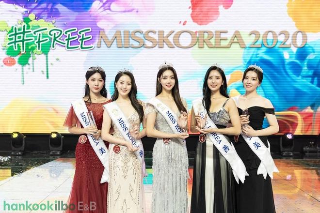 Cuộc thi Hoa hậu Hàn Quốc lạ đời nhất lịch sử: Phông nền hội chợ, Hoa hậu ỉu xìu khi nhận giải, dàn thí sinh trình diễn như idol Kpop - ảnh 2
