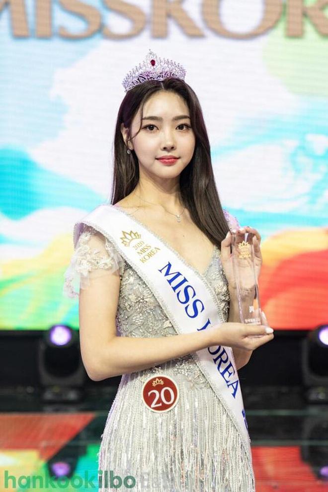 Cuộc thi Hoa hậu Hàn Quốc lạ đời nhất lịch sử: Phông nền hội chợ, Hoa hậu ỉu xìu khi nhận giải, dàn thí sinh trình diễn như idol Kpop - ảnh 4