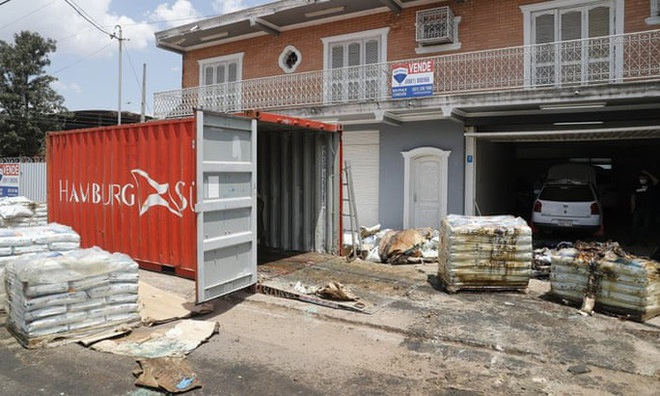 Paraguay phát hiện ít nhất 7 thi thể mục rữa trong container - ảnh 1