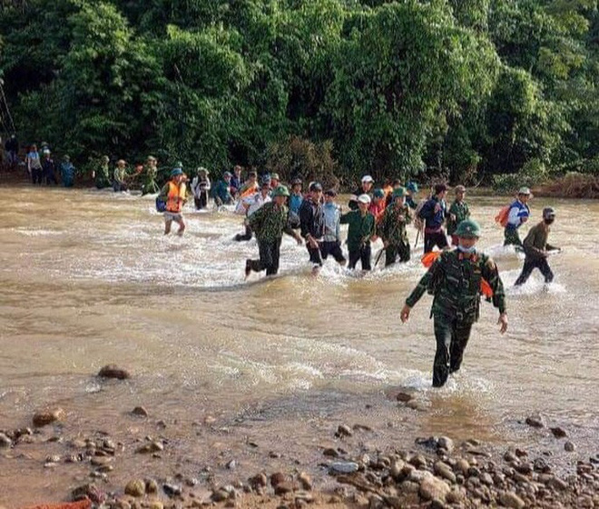 Tìm thấy thi thể 3 anh em ruột bị núi sạt lở vùi lấp ở Quảng Bình - ảnh 2