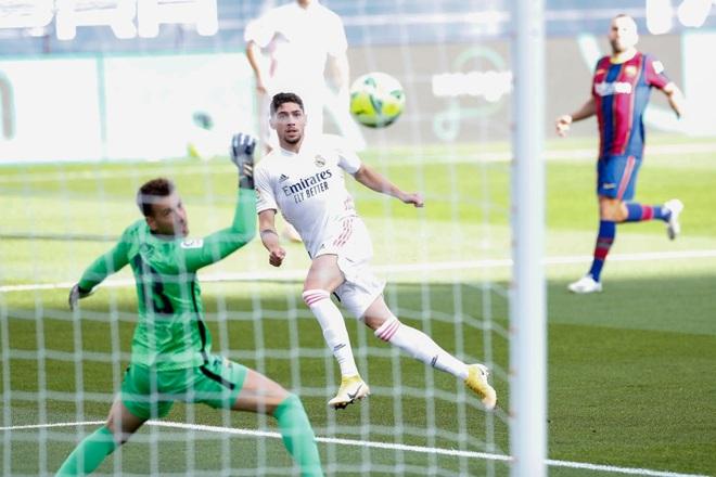 Messi cùng Barcelona thất thủ ngay trên sân nhà trước Real Madrid ở trận Siêu kinh điển - ảnh 1