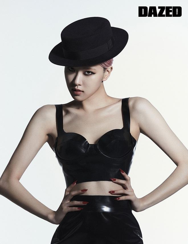 Sốc nhẹ bộ ảnh tạp chí mới của Rosé (BLACKPINK): Son đỏ chót, lên đồ da bóng lộn, vòng 1 khiêm tốn sao sang thế này? - ảnh 3
