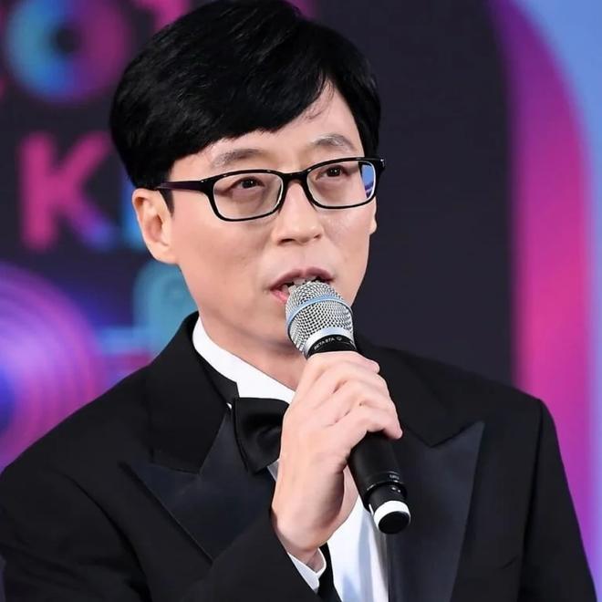 """Giữa drama phốt của Irene, cách Yoo Jae Suk đối xử với nhân viên tại trường quay bỗng bị """"đào"""" lại - ảnh 1"""