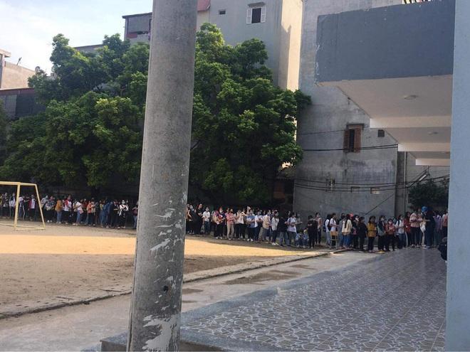 Trường ĐH ham học nhất Hà Nội: Sinh viên xếp hàng dài chờ đến lượt mượn sách - ảnh 6