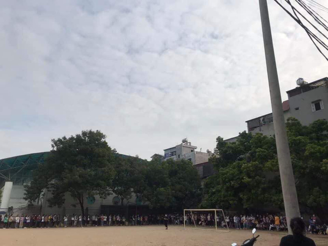 Trường ĐH ham học nhất Hà Nội: Sinh viên xếp hàng dài chờ đến lượt mượn sách - ảnh 7