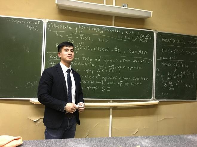Thầy giáo soái ca bị sinh viên tung loạt ảnh chụp lén đẹp muốn xỉu lên mạng - ảnh 4