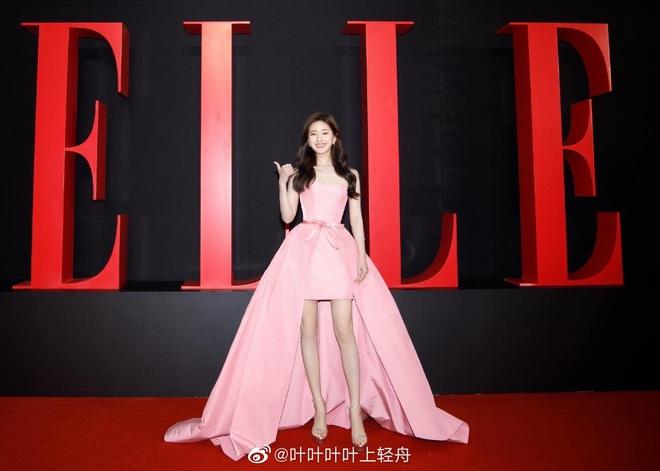 Tổ hợp visual gây bão Weibo: Triệu Lộ Tư dễ thương muốn xỉu, Bạch Lộc bốc lửa bỗng lột xác bất ngờ - ảnh 12
