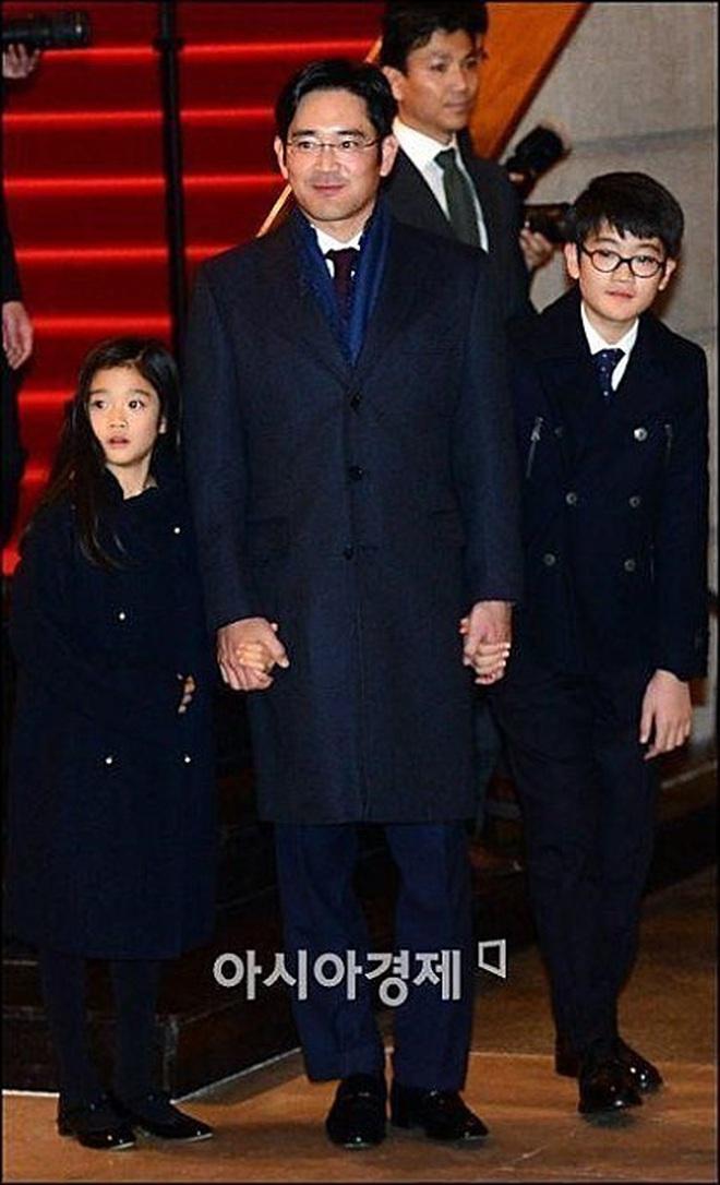 Cháu gái chủ tịch tập đoàn Samsung càng lớn càng xinh, cái nét sang dù đứng ở đâu cũng không thể lu mờ - ảnh 2