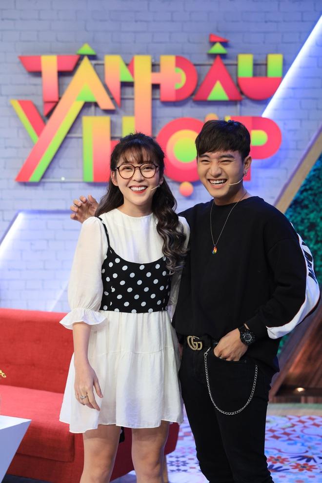 Miko Lan Trinh khiến mọi người xanh mặt khi làm nũng bạn trai trên sóng truyền hình - ảnh 2