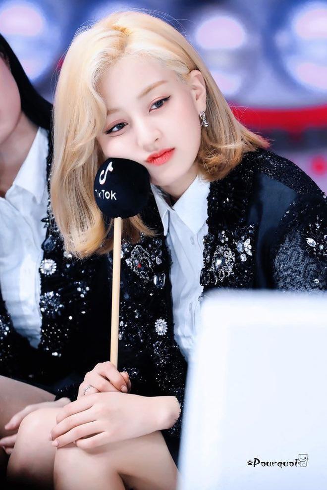 Jihyo là main vocal của TWICE mà lép vế trong bài chủ đề suốt 2 năm, fan tranh cãi producer thiên vị Nayeon, ngó lơ thành viên khác - ảnh 9