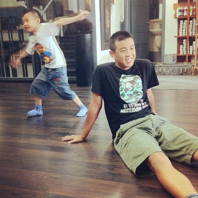 Màn lột xác của em chồng Trang Lou: Đang học lớp 8, ngày nào còn mặc đồ siêu nhân giờ đã ngầu lòi rồi - ảnh 9