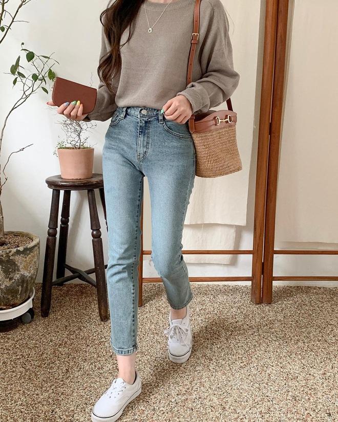 6 kiểu áo đáng sắm để mix cùng quần jeans, chị em diện mùa đông là có outfit trendy chuẩn chỉnh - Ảnh 2.